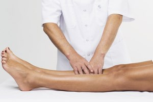Как лимфатический массаж помогает при варикозе?